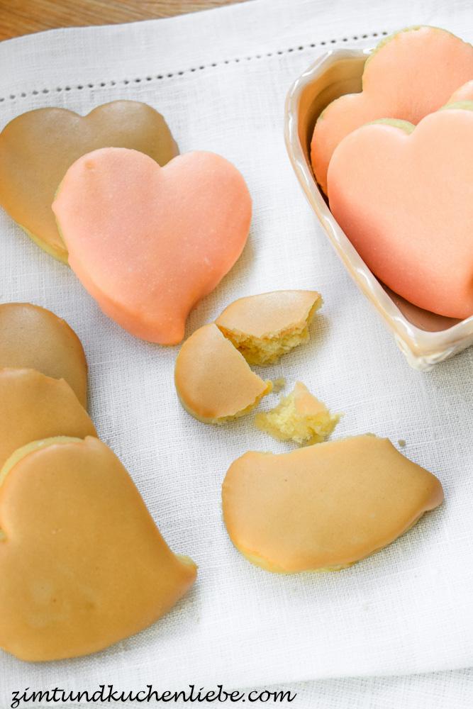 Orangen-Herzen mit Rum-Punsch- & Mokkaglasur