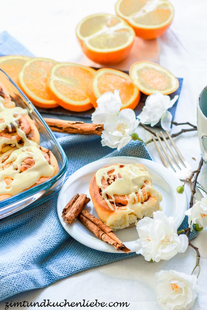 Zimtschnecken mit Pekannüssen & Orangenfrosting