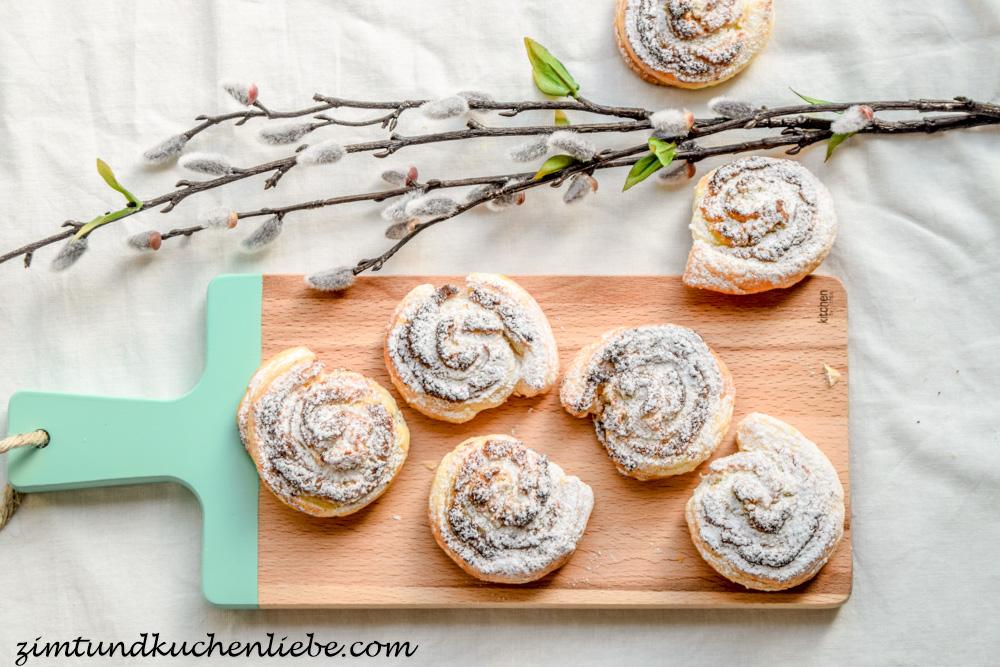Blätterteigschnecken mit Mandeln,weisser Schokolade und Pistazien