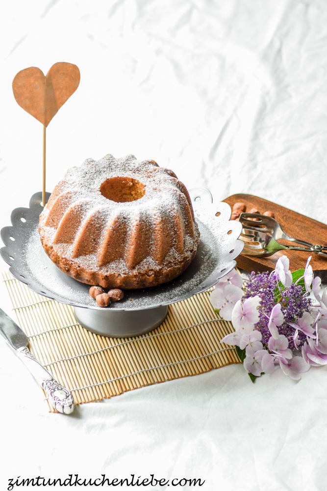 Amaretto-Nuss Guggel mit weisser Schokolade