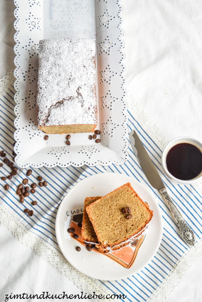 Cappuccino-Kuchen Mit Weissen Schokostückchen